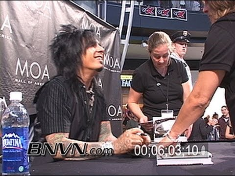 9/22/2007 Nikki Sixx The Heroin Diaries Book Tour Autograph Signing Video.