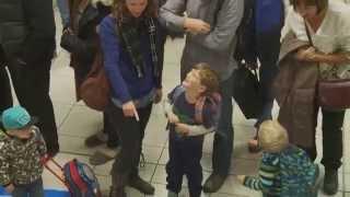 Miracle de noël dans un aéroport canadien HD