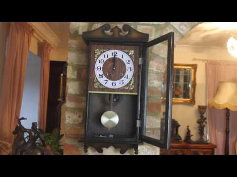Vintage 'Holly' 30-Day Wall Clock with Chimes