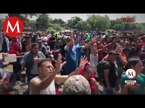 Migrantes intentan cruzar la frontera sur de México por el río Suchiate