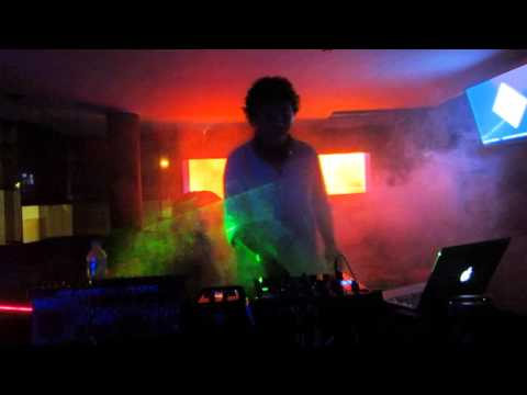 EDWIN CHAVEZ @ HOT ROOM ICA / 21.12.13