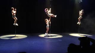 Chainsmoker/Paris/Pole dance/Group