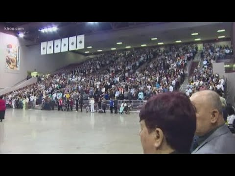 More than 2K take oath to become U.S. citizens in Houston