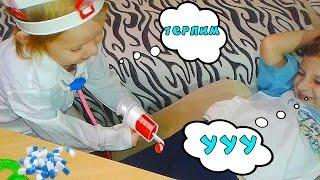 Доктор делает ОГРОМНЫЙ УКОЛ Играем в ДОКТОРА Видео для детей