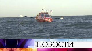 Федор Конюхов, совершающий кругосветное путешествие на весельной лодке, попал в сильнейший шторм.