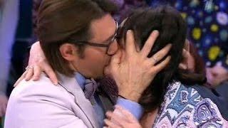 Пьяная Лариса Гузеева целуется сразу с двумя и творит непонятно что на давай пож