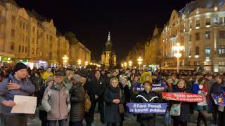Timisorenii s au strans in Piata Victoriei unde protesteaza impotriva statului represiv