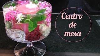Arreglo floral. Centro de mesa con flores naturales sumergidas con vela flotante. Centerpiece
