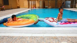 زياد والياس يسبحون بالفواكة