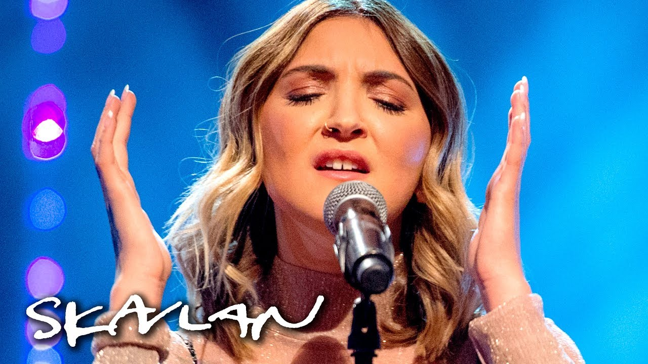 Julia Michaels performs «Issues» acoustic | SVT/NRK/Skavlan