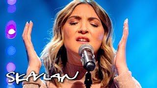 Julia Michaels performs «Issues» acoustic | SVT/NRK/Skavlan