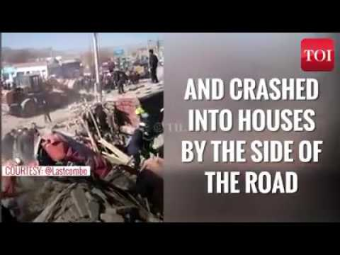 China Truck Smash Road Side House
