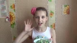 Салат с редиской, огурцом, яйцом и сметаной