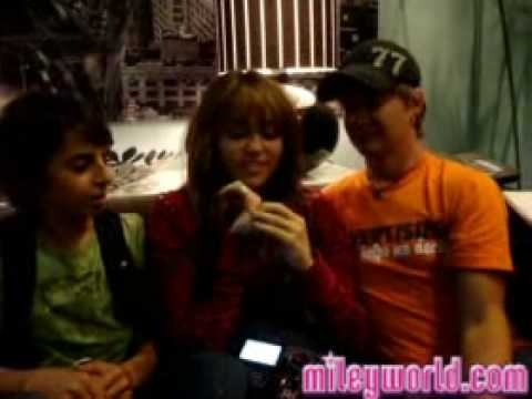 MileyWorld -  Me Miley Cyrus,Jason Earles and More!