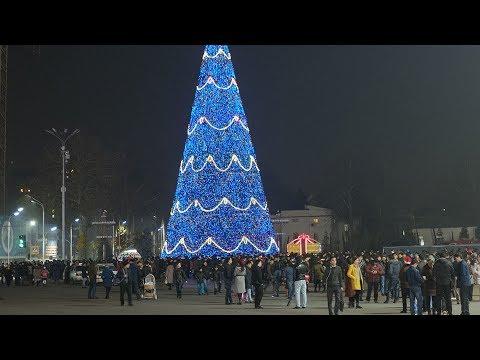 Душанбе готовится новому году! 30-метровая елка и 6000 игрушек
