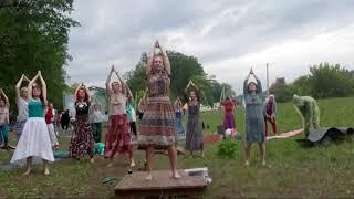 Практика резонансного йога- танца Каошики на Протоке.