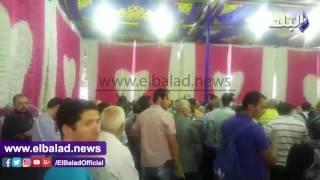حاجزو 'مدينتي' يفترشون الأرض ومشادات بسبب سوء التنظيم.. فيديو وصور