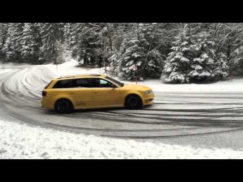 Audi RS4 Snow Drift