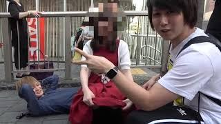 「1万円あげるからM字開脚してくれ」と言われたらパンツをみせる女性たち