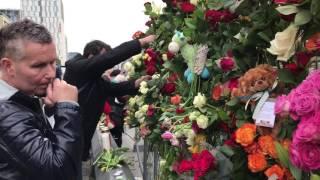 Blommor på attentantsplatsen