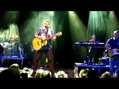 Chris Young - Lonely Eyes (Live in Berlin 2015)