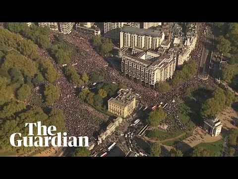 Hundreds of thousands attend People's Vote march in London