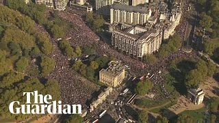 Hundreds of thousands attend People's Vote march in London thumbnail