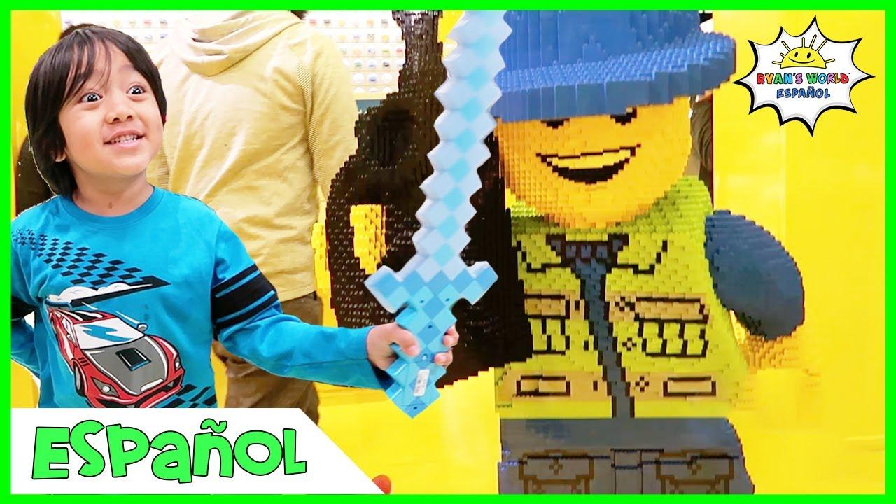 Toy Hunt de compras en Giant Lego Store y comiendo deliciosa comida con la familia Kaji