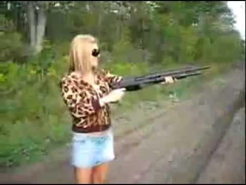 Chicas sexys con armas DOGGUIE