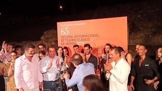 Fernández Vara y Jesús Cimarro entregan una placa a Víctor Ullate