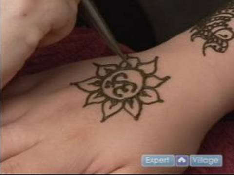 how to do henna tattoos how to draw a lotus flower around ohm design with henna youtube. Black Bedroom Furniture Sets. Home Design Ideas
