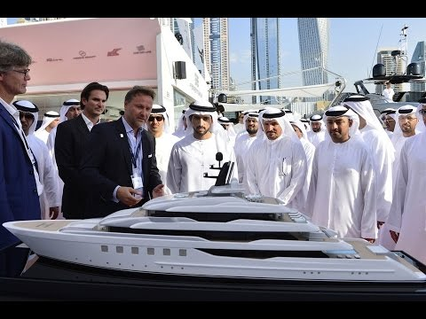 WOLRDS BIGGEST DUBAI BOAT SHOW !!!!! SITTING IN THE LIMITED EDITION MCLAREN 570GT !!!!!
