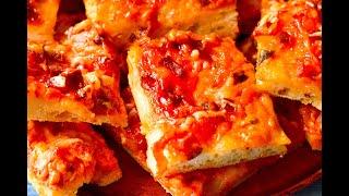 Пицца с колбасой и сыром. Тесто для пиццы в хлебопечке.