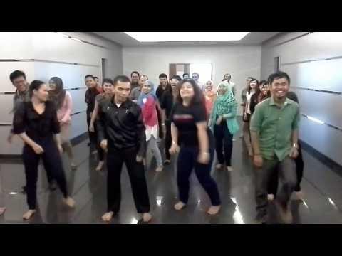 Goyang Caesar ala CC Tsel Makassar Part.2 :) Keep Smile