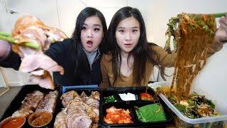 Braised Pig's Trotters & Pork Belly Wraps Mukbang   Jokbal Bo-ssam족발 보쌈