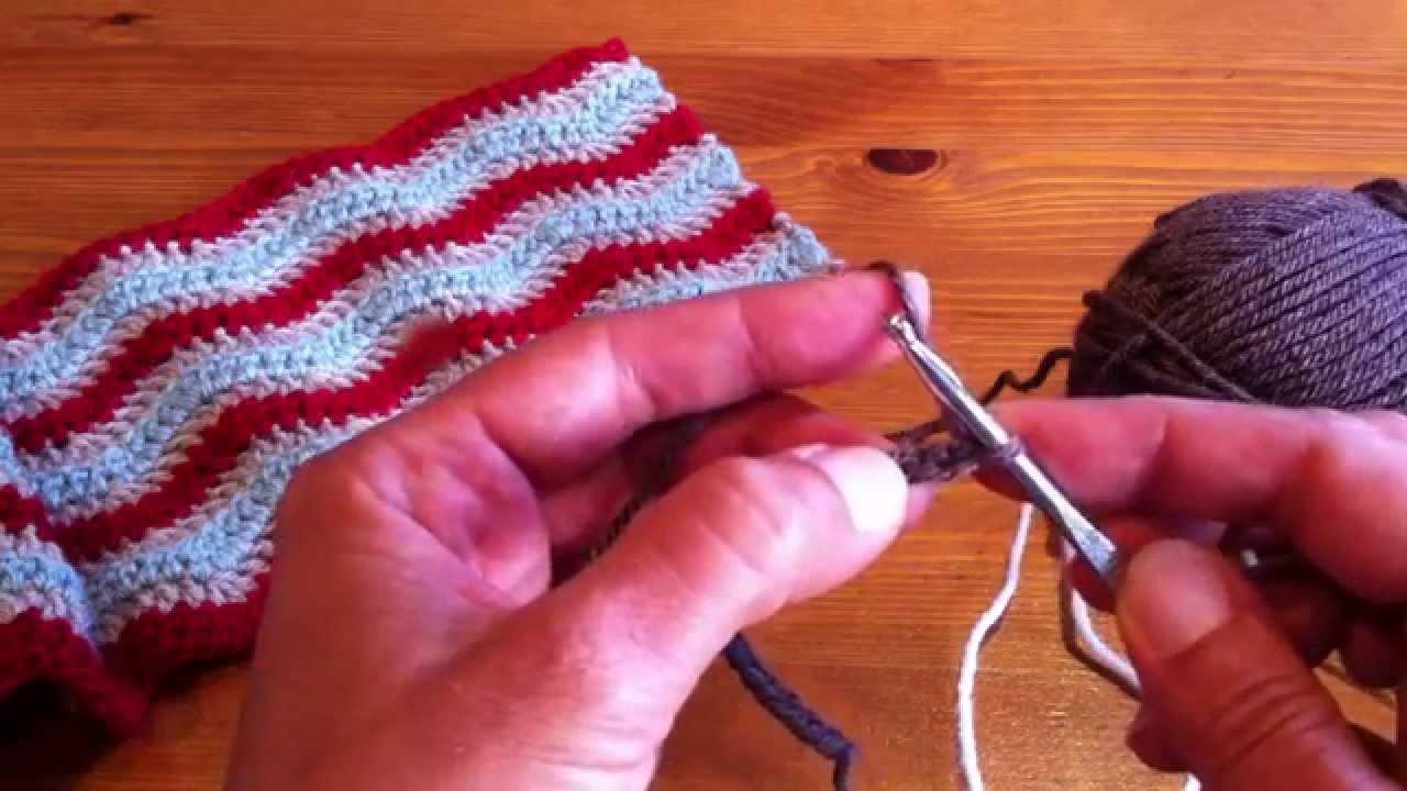 cf9c82d9c54b Une écharpe à chevrons facile à réaliser au crochet - YouTube