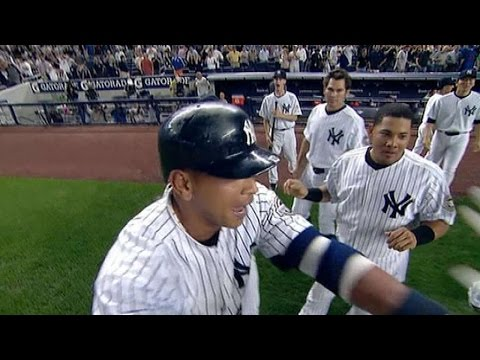 Yanks win as Castillo drops popup
