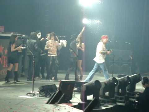 Guns N Roses leave the stage Hamilton 2010