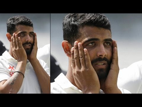 Ravindra Jadeja slapped with $300 fine for clicking selfie with lions | Oneindia News
