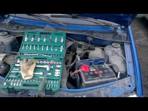 Как снять аккумулятор с рено дастер видео