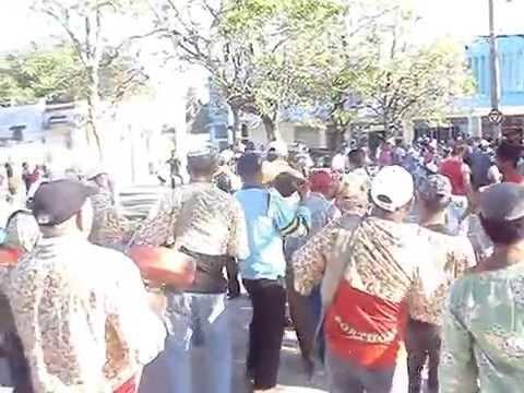 Conga La Victoria en Guáimaro arroyando junto al pueblo.