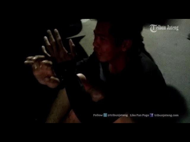 Habis Menendang Tim Elang, Dua Begal Bercelana Dalam Bergulingan di Mapolrestabes