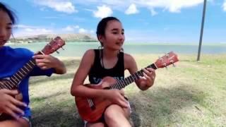 The Best Funny Ukulele - Hai cô gái chơi đàn Ukulele cực vui trên bãi biển