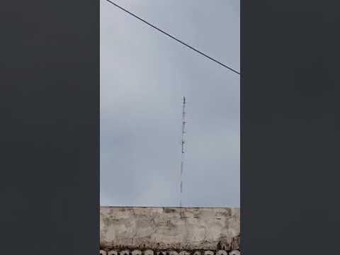 Homem escala torre de rádio de 130 metros na cidade de Pombal e fica em pé no topo da estrutura