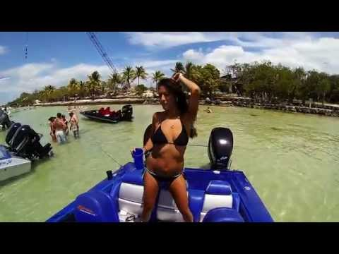 24 Skaters Mercury Racing 300xs, Boat girls, Skater Powerboats Catamaran Speed Boats Miami Fast 100