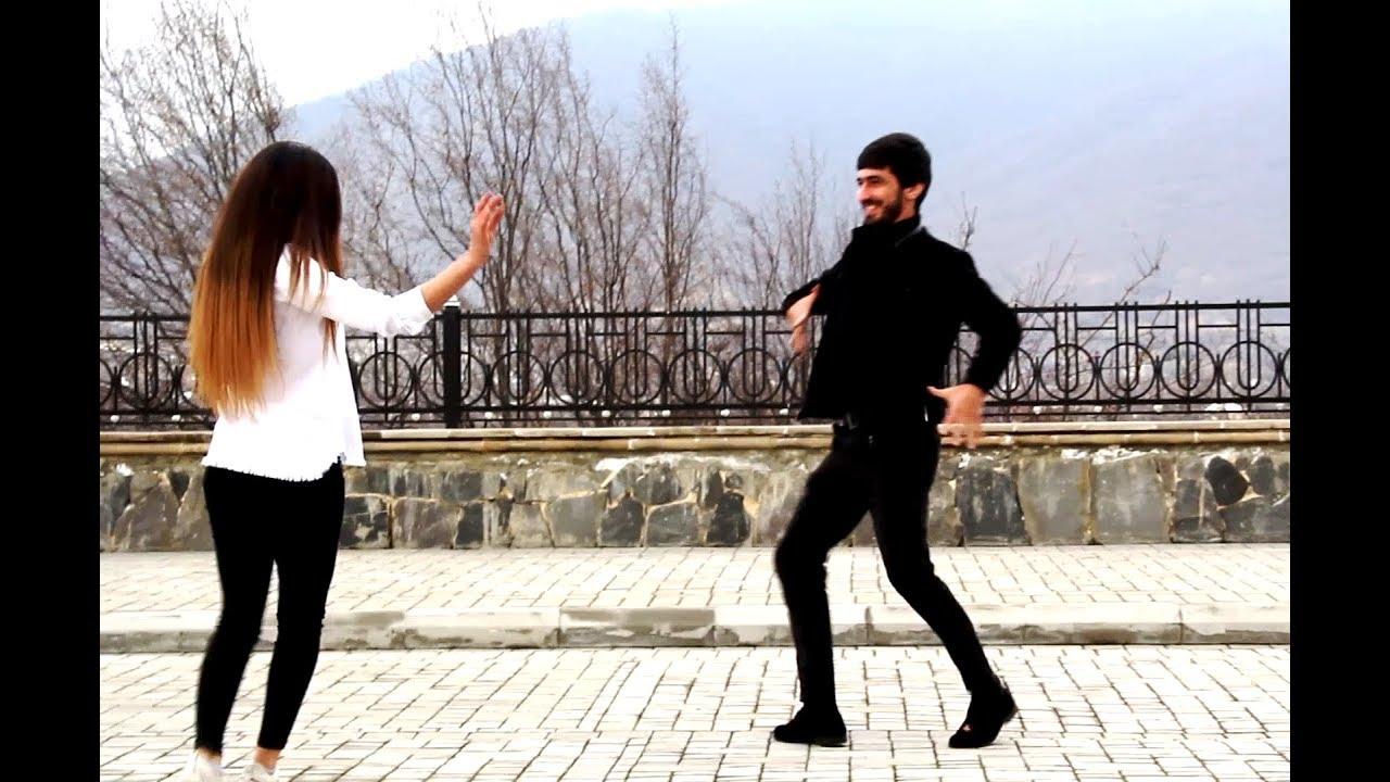Шикарно танцует лезгинку девушка