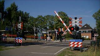 Video Spoorwegovergang Sauwerd // Dutch railroad crossing download MP3, 3GP, MP4, WEBM, AVI, FLV Oktober 2018