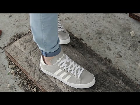 sneakers for cheap b84a5 2d21d adidas - COURTVANTAGE - GreyWhite