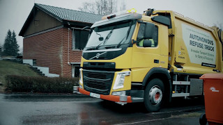 Volvo Trucks - Refuse handling like you've never seen it before (autonomous truck) thumbnail