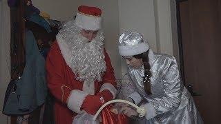 Полицейский Дед Мороз уже начал дарить подарки